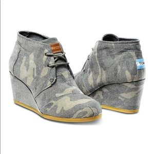 TOMS  washed camo canvas desert wedge booties, 7.5